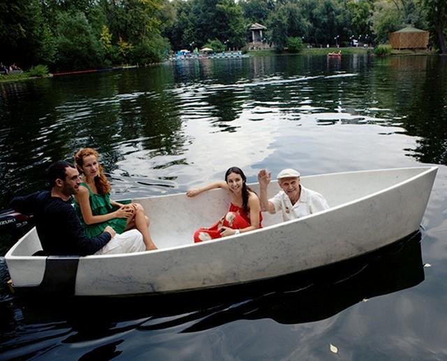 Мраморная лодка в Парке Горького